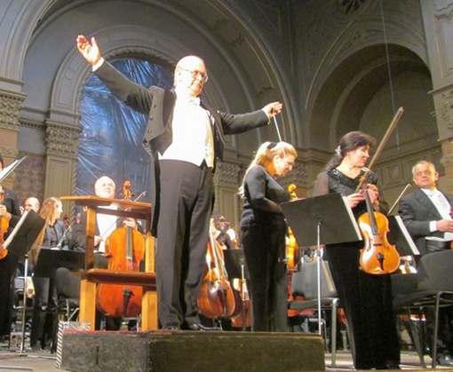 Дирижер называет симфонический оркестр звуковым чудом