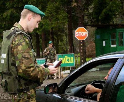 Российский блогер на границе попросил предоставить ему статус беженца в Украине