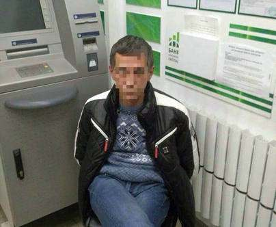 Вооруженный гражданин пытался ограбить банк в Харькове: фото-факты