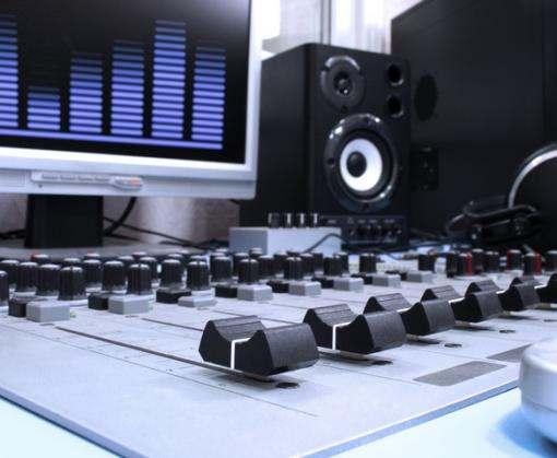 Названы радиостанции, которые будут вещать на Крым с Чонгара