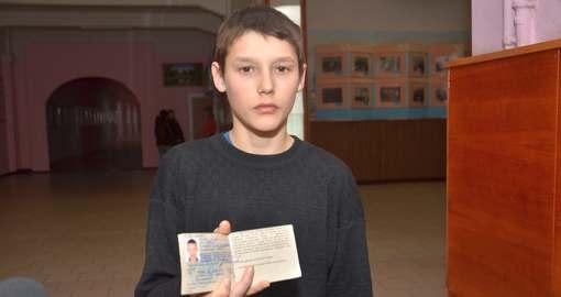 В Харькове водитель-хам выбросил льготное удостоверение сироты в лужу