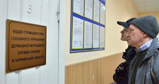 Загранпаспорт в Харькове: «Здесь как было 10 лет назад болото, так и осталось!» (видео)