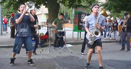 HeartBeat Brass Band собирает на уличных концертах сотни людей: фото-видео