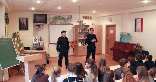 Почему в Харькове охрану школ нанимают и оплачивают родители
