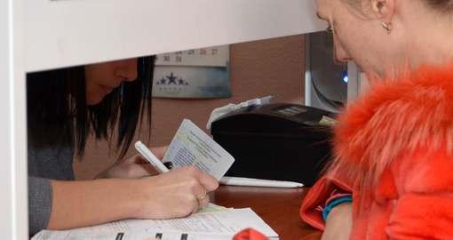Паспорт-книжку можно заменить на карточку