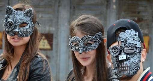 Харьковские маски из шестеренок разъехались по всему свету