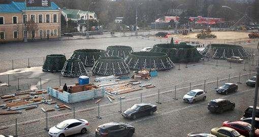 Харьковский новогодний городок избавился от заморского чудовища