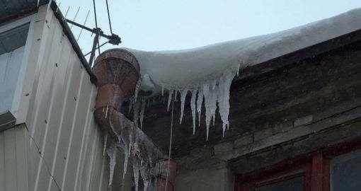 Cосульки уже привели к травме в Харькове
