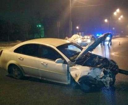 ДТП в Харькове: снесен светофор, разбита машина