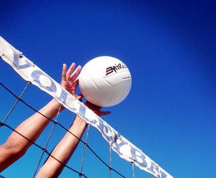 Молодежь набивает шишки в волейболе
