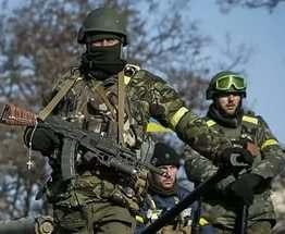 Украинские бойцы установили украинский флаг возле Донецкого аэропорта: видео