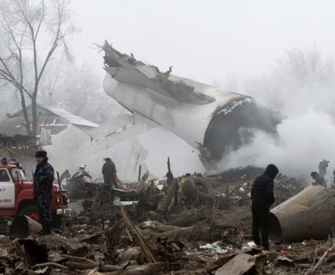 Турецкий грузовой самолет упал на поселок близ Бишкека: погибло более 30 человек