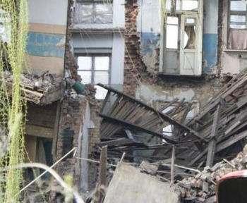 Разрушенный дом под Харьковом восстановят