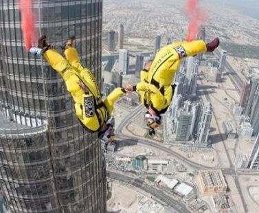 Рекордный прыжок совершен с башни Бурдж-Халифа: видео