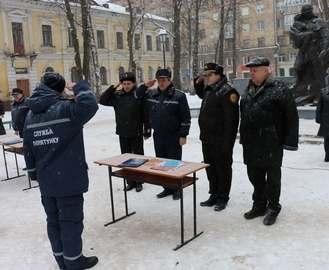 В Харькове приняли присягу спасатели
