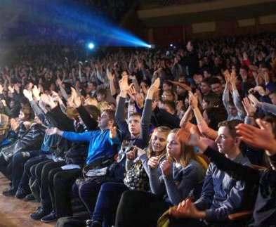 Для школьников Холодногорского района прошел концерт студенческих коллективов