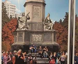 В Харькове представили эскизные проекты памятного знака на площади Свободы