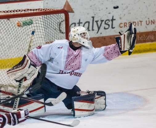 Игроки канадской хоккейной команды вышли на лед в украинских вышиванках