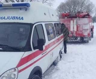 Под Харьковом из снега доставали «скорую»