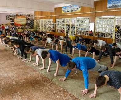 Харьковские школьники поддержали акцию #22PushUpChallenge
