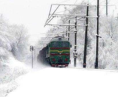 Сильный снегопад не повлиял на движение поездов