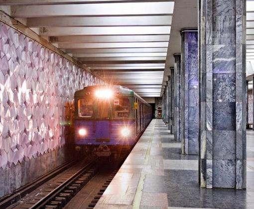 В харьковском метро женщина бросилась под поезд