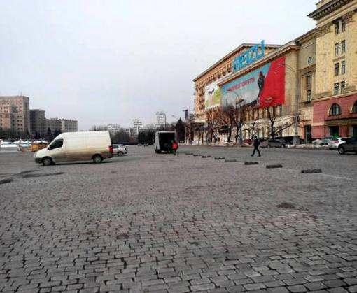 В Харькове на площадь Свободы свозят технику