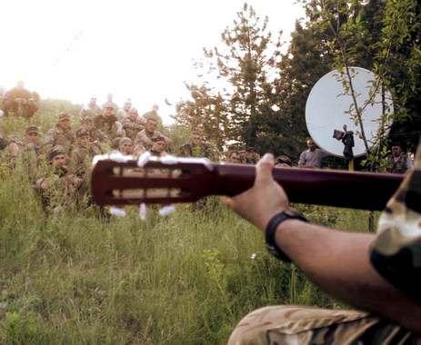 Бойцы в АТО поют «Рідну мати» и песни Высоцкого