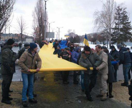 В Харькове развернули стометровый флаг Украины