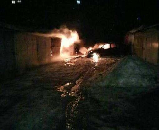 Автопожар в Харькове: сгорела машина в гараже