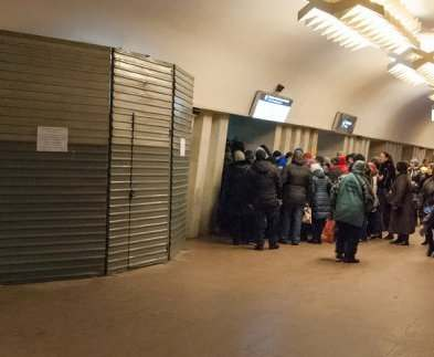 Переход на станции метро «Площадь Конституции» будет закрыт еще два дня