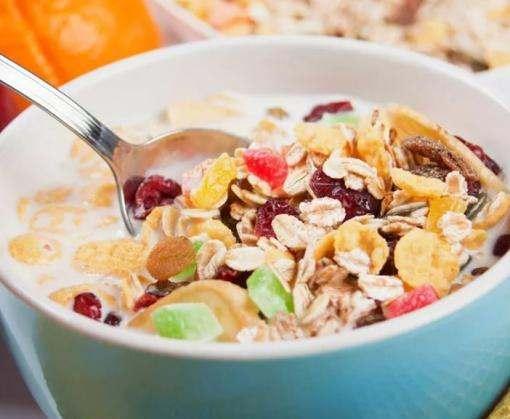 Ученые назвали самые полезные варианты завтрака