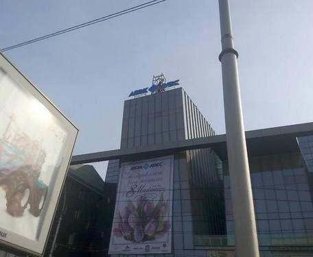 Харьковского «скрипача» установили на новой крыше: фото-факты
