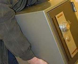 Из харьковской службы такси вынесли сейф с миллионом