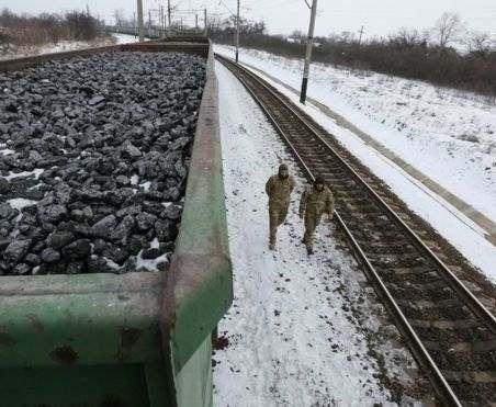 Оппозиция требует прекратить блокаду Донбасса