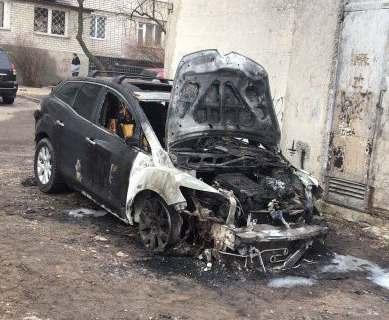 Пожар в Харькове: на Павловом поле сгорел внедорожник
