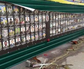 В центре Харькова повреждены фотографии погибших в АТО: фото-факты