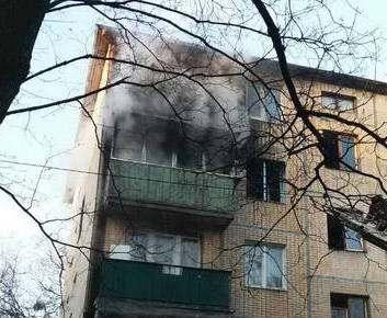 Сильный пожар в Харькове: на ХТЗ загорелась пятиэтажка