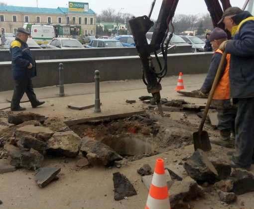 В центре Харькова образовался провал: фото-факты