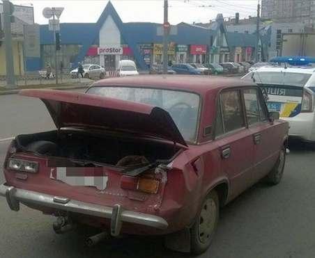 В Харькове КамАЗ врезался в «копейку»