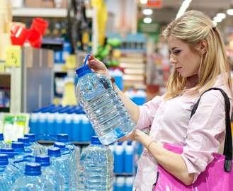 Что можно найти в бутылке с водой