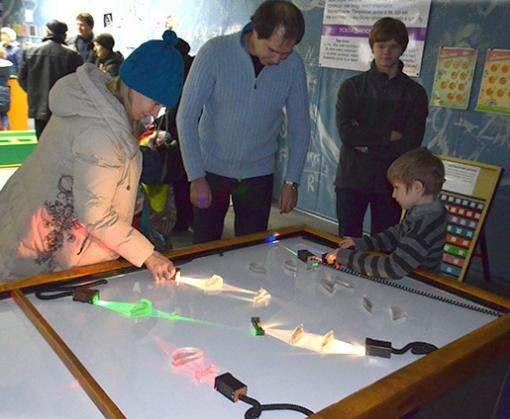 Школьники демонстрируют научные наработки в харьковском «ЛандауЦентре»