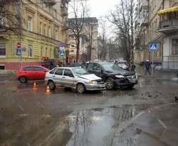 ДТП в центре Харькова: есть пострадавшие