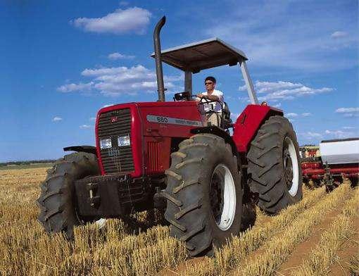 Кабмин выделил деньги на обучение трактористов и швей