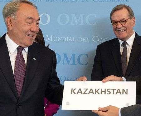Казахстан начал готовиться к переводу алфавита на латиницу
