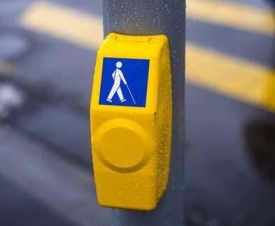 В Харькове светофоры оборудуют кнопками вызова