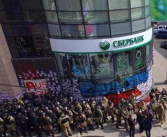 В харькове продолжается акция протеста у «Сбербанка»