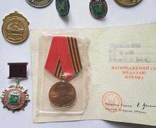 У пенсионерки украли военные награды