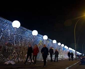 Берлинскую стену обнесут забором