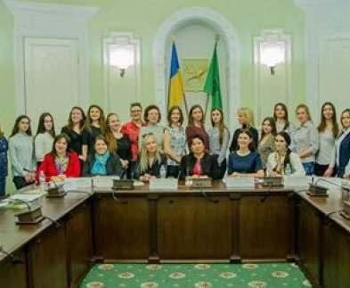 Харьковчанок приглашают принять участие в программе молодежного женского лидерства